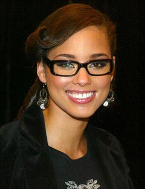 aada8f4e9 celebridades-oculos-aliciakeys - WePick