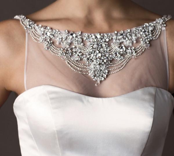 vestido-noiva-detalhes-bordado-falso-colar