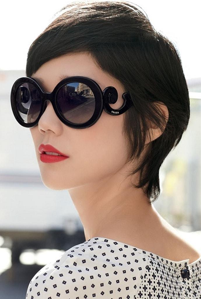498d3e598 Saiba como usar óculos escuros redondos