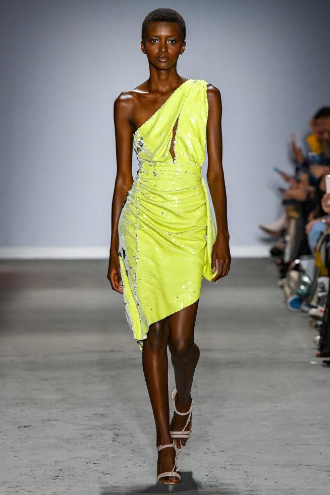 1ae5d79d17 O neon continuará com tudo para o próximo verão e transitará para além da  moda praia ou casual. Fabiana Millazzo incluiu a tonalidade a sua moda  festa e ...